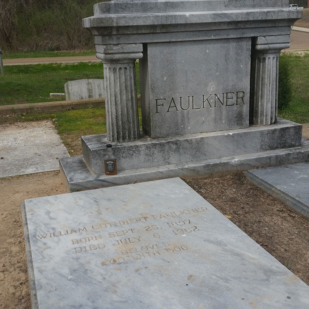 Oxford Alabama, Faulkner's Tomb